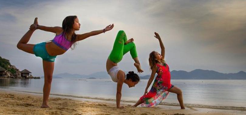 17-photos-de-meres-qui-pratiquent-le-yoga-avec-leurs-enfants