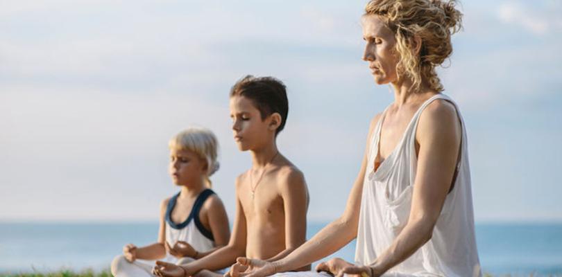 pourquoi-les-enfants-ont-besoin-du-yoga-dans-leur-vie-maintenant-plus-que-jamais
