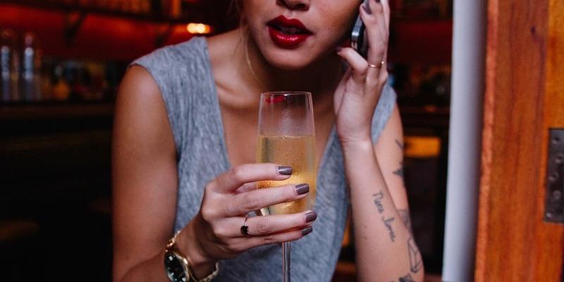 9 Signes qu'une personne est alcoolique